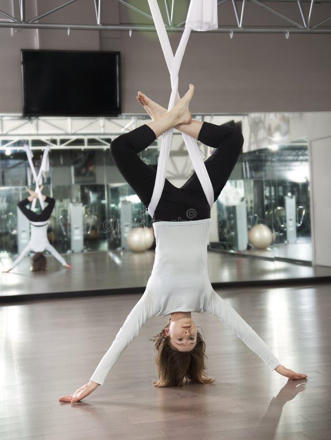 Yoga antigravità fotografie stock libere da diritti