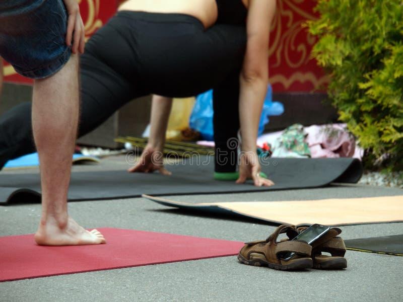 Yoga betyder enhet Kontakta andan royaltyfria foton