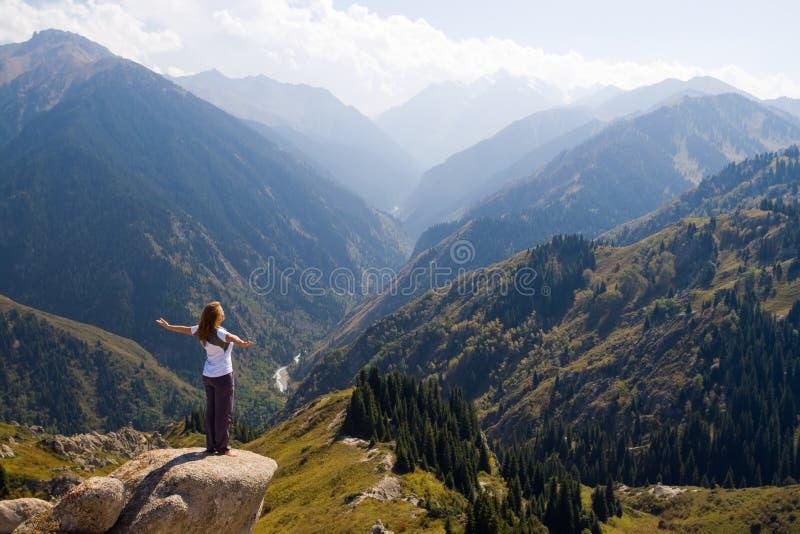 Yoga bij top royalty-vrije stock afbeeldingen