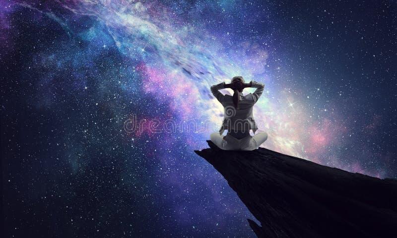 Yoga como terapia física y espiritual Técnicas mixtas foto de archivo libre de regalías