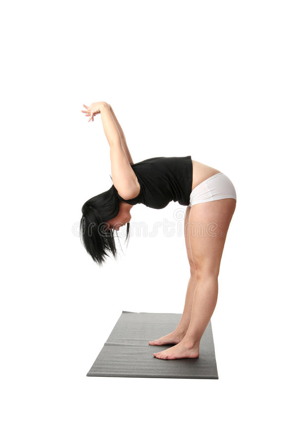 Yoga corpulent de formation de femme images stock