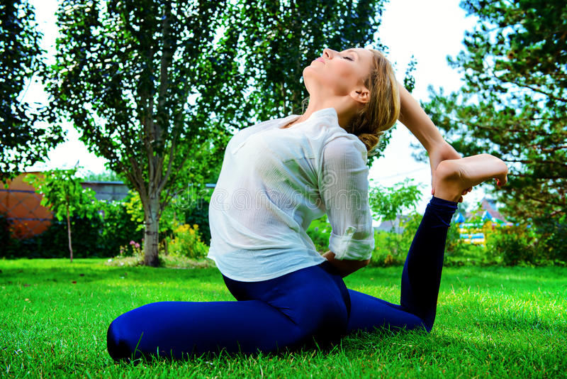 Yoga d'exercice image stock