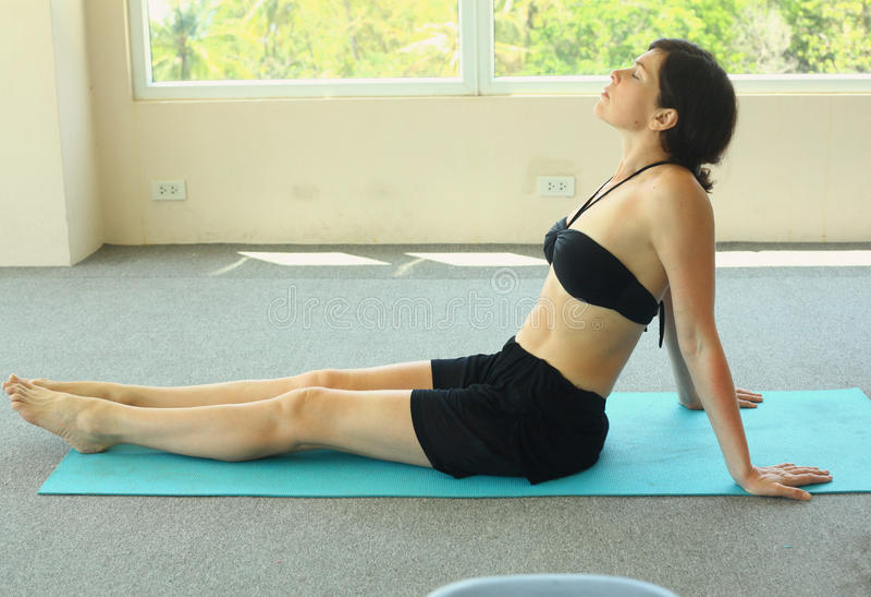 Yoga d'exercice de femme photographie stock