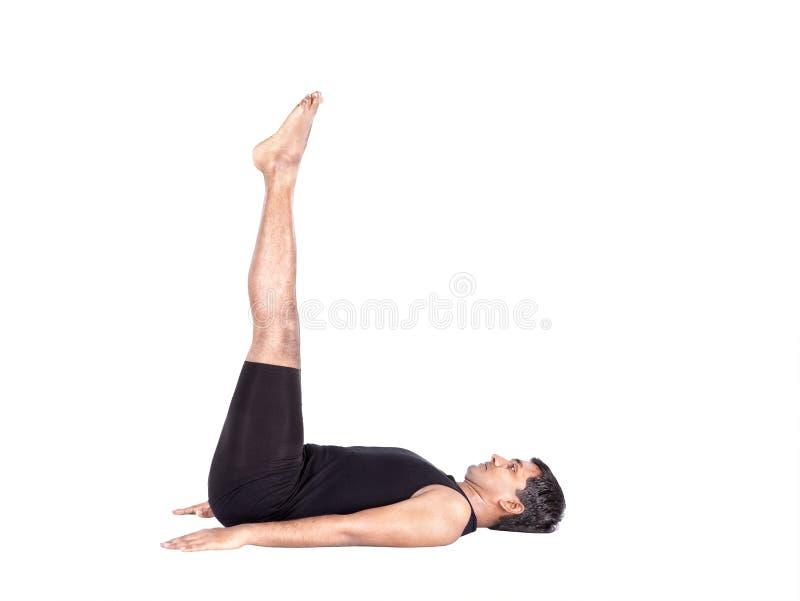 Yoga dall'uomo indiano su bianco fotografia stock