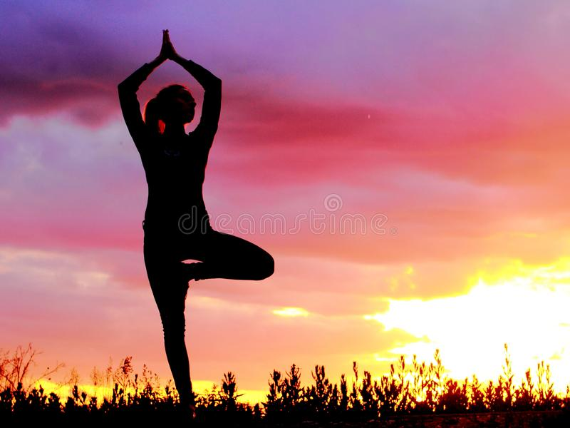 Yoga, das emotionale Konzeptkunst übt lizenzfreies stockbild