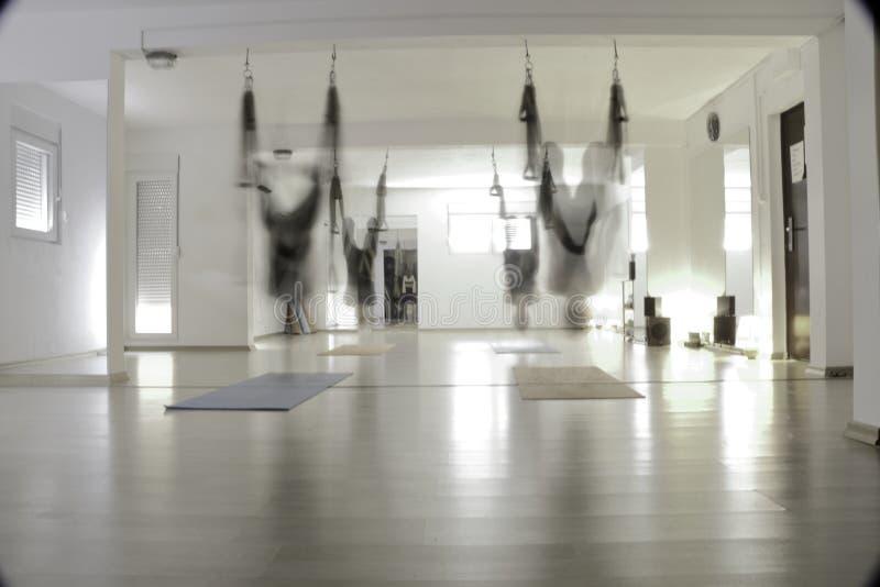Yoga de la mosca fotografía de archivo