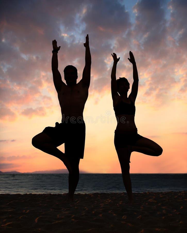 Yoga de la playa imágenes de archivo libres de regalías