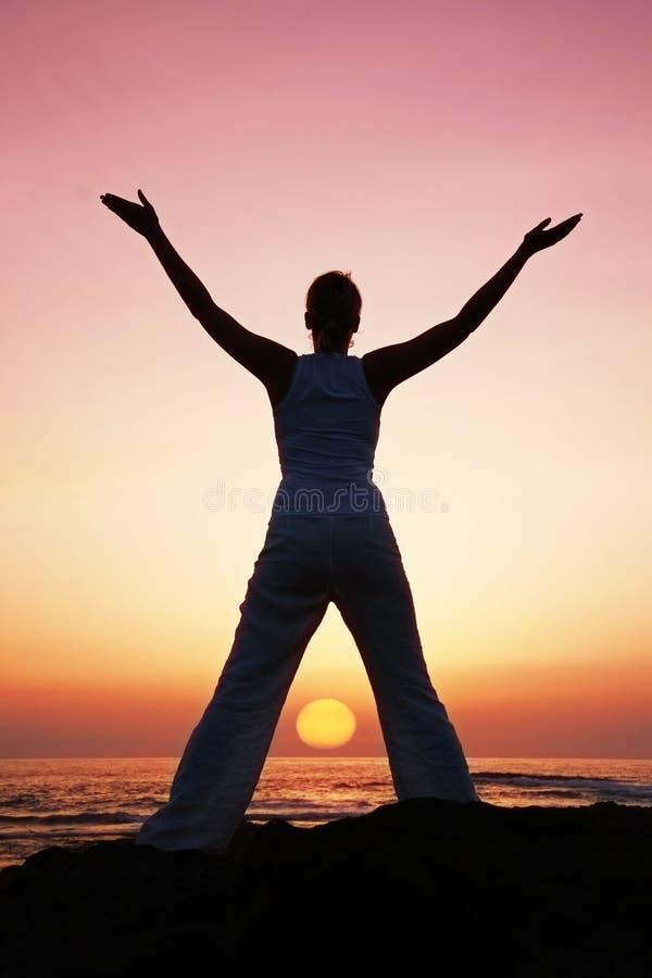 Yoga de la puesta del sol fotos de archivo libres de regalías