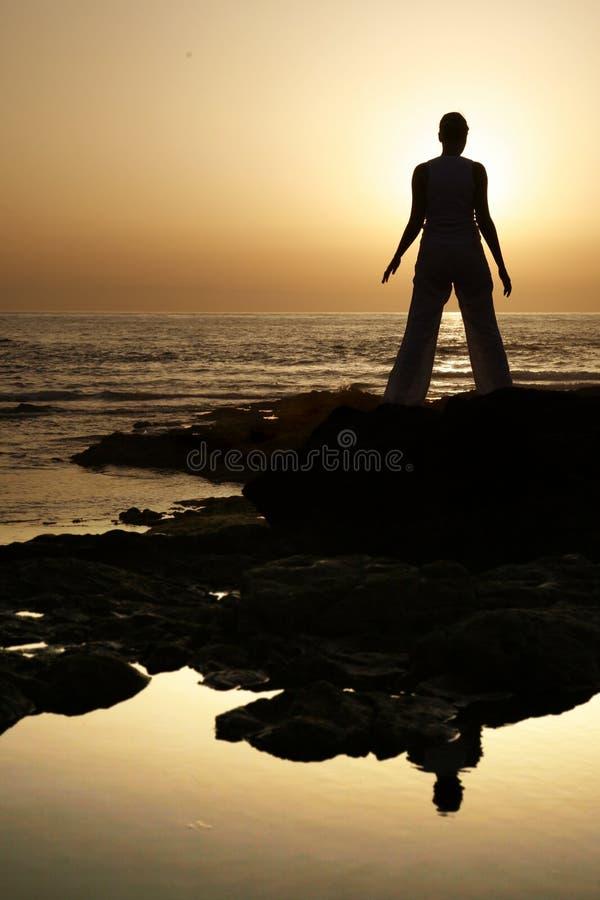 Yoga de la puesta del sol fotografía de archivo libre de regalías