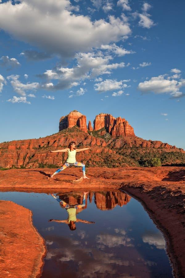 Yoga de la roca de la catedral imágenes de archivo libres de regalías