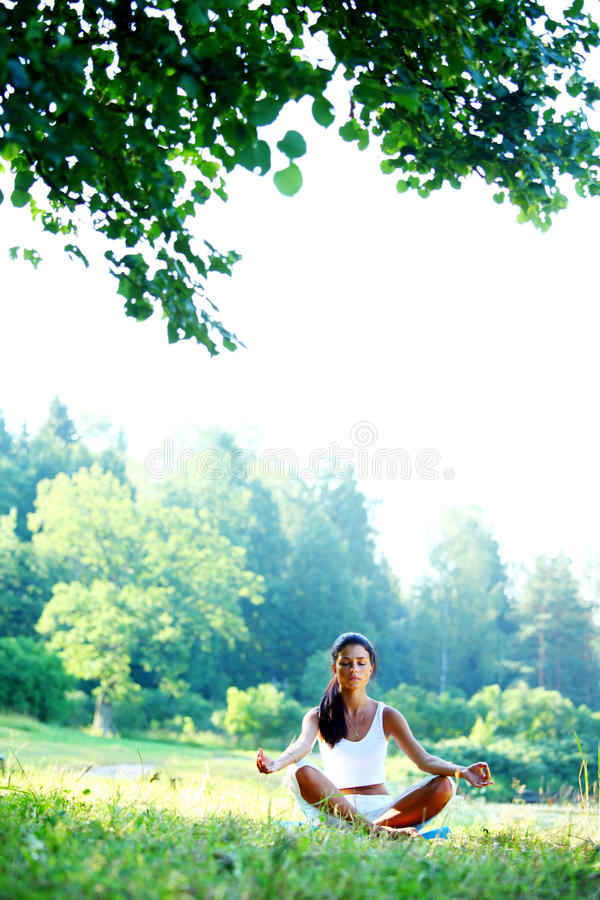 Yoga de lotus images stock
