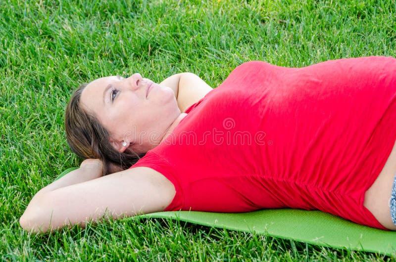 Yoga de maternidad fotos de archivo libres de regalías