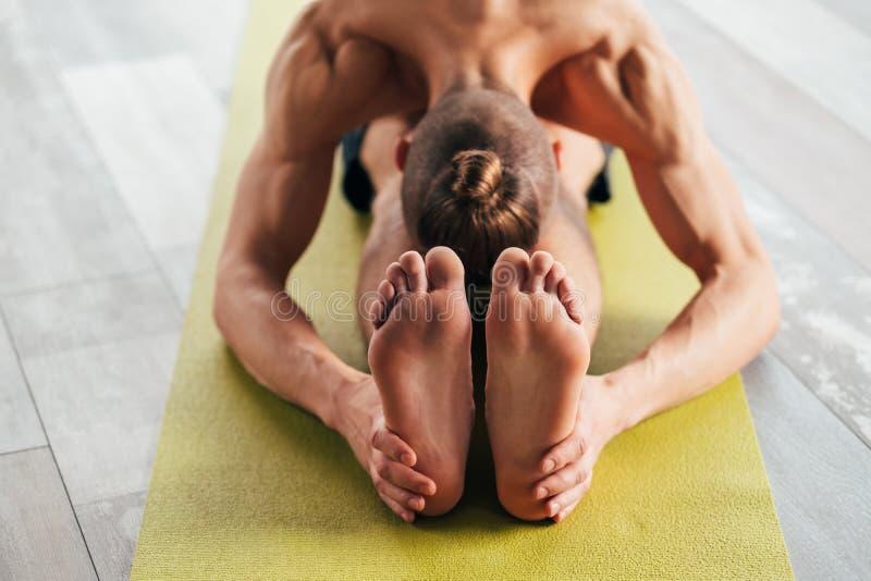 Yoga del corpo di esercizio di vigore di forma fisica di sport forte fotografia stock libera da diritti