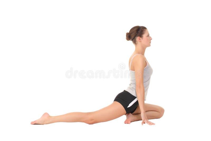 Yoga del entrenamiento de la mujer joven imagen de archivo libre de regalías