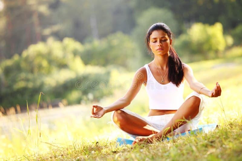 Yoga del loto fotografia stock