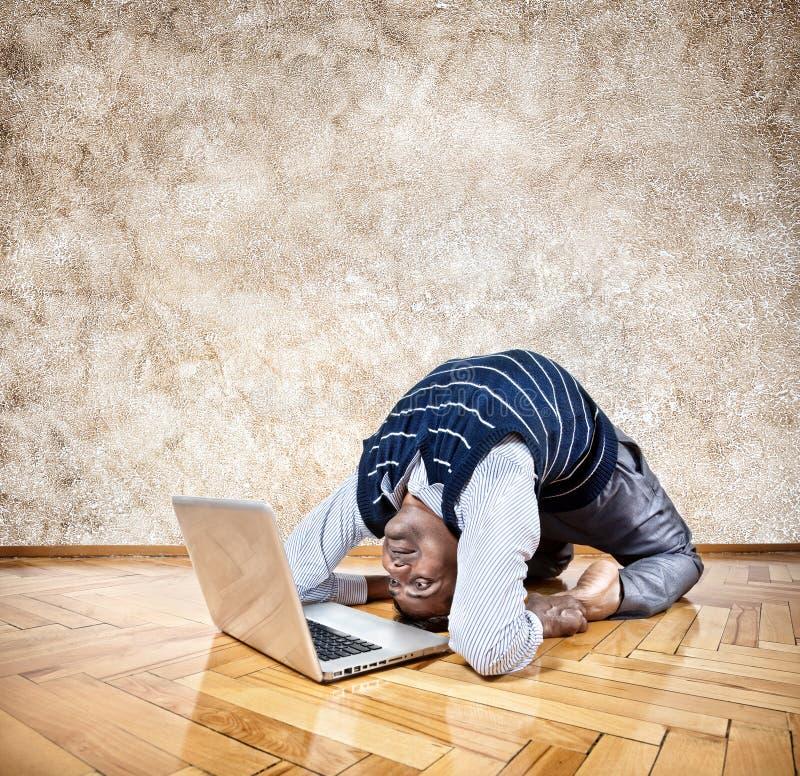 Yoga di affari divertenti fotografie stock