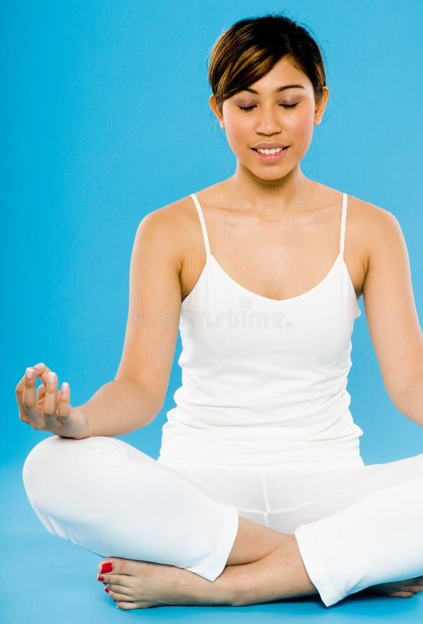 Yoga di distensione fotografie stock libere da diritti