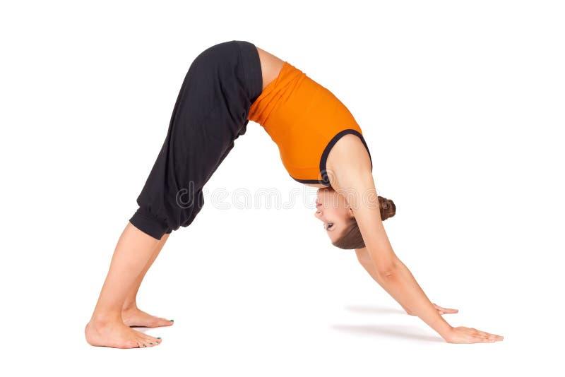 Yoga di pratica adatta Asana della giovane donna fotografie stock libere da diritti