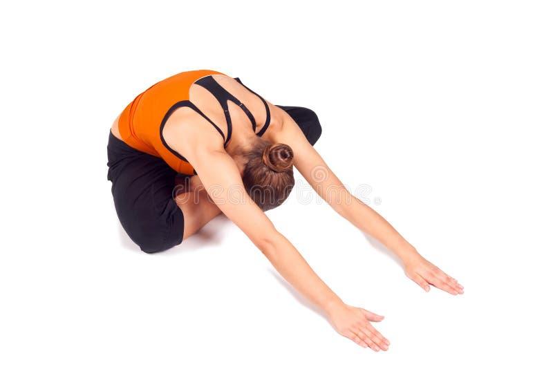 Yoga di pratica della donna adatta fotografie stock libere da diritti