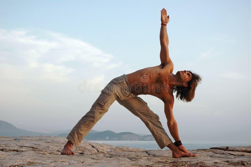 Yoga draußen. stockbilder