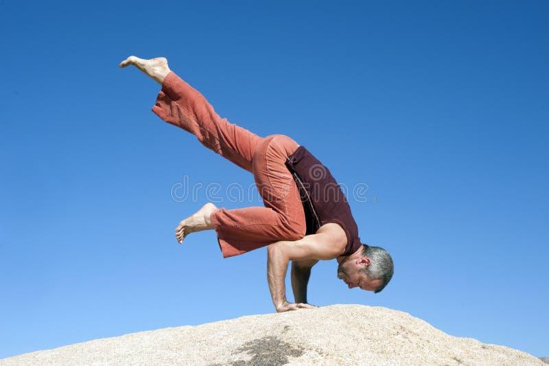 Yoga Eka Pada Bakasana arkivfoto