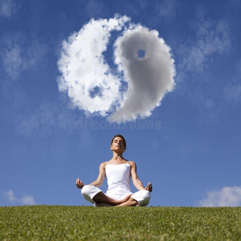 Yoga en la naturaleza foto de archivo