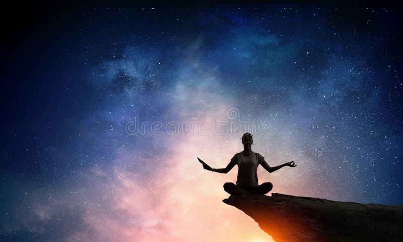 Yoga en tant que thérapie physique et spirituelle Media mélangé photo stock