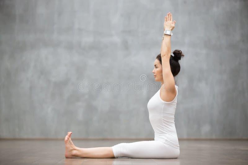Yoga hermosa: Dandasana, actitud del personal fotos de archivo libres de regalías