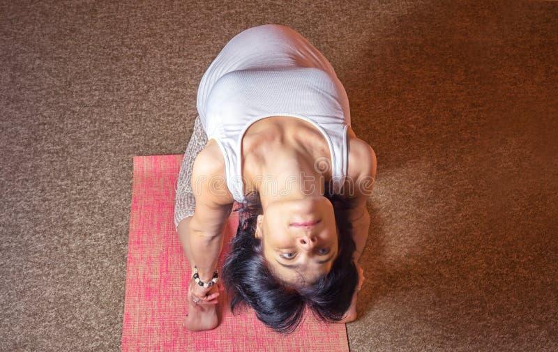 Yoga incinta immagine stock
