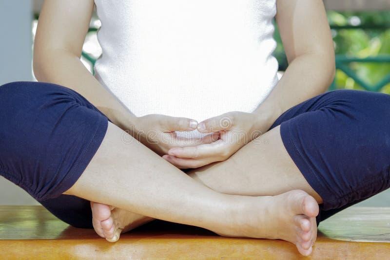 Yoga méditatif de grossesse photos stock