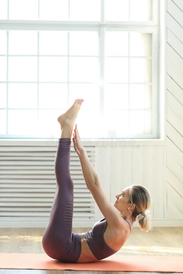 Yoga nel paese immagini stock libere da diritti