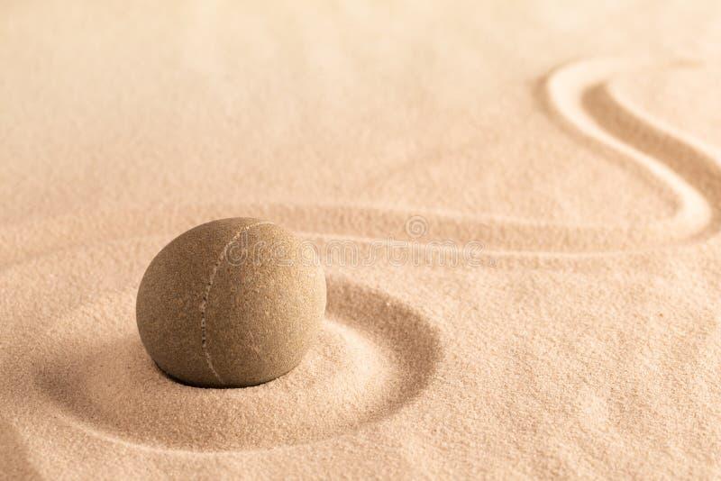 Yoga o fondo de la salud del balneario, arena japonesa y jardín de piedra imágenes de archivo libres de regalías