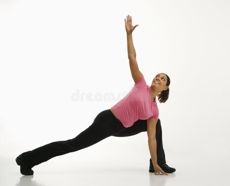 Yoga practicante de la mujer. foto de archivo