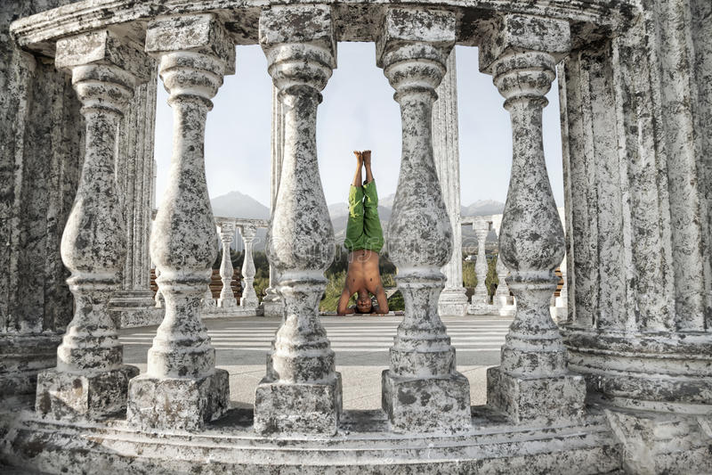 Download Yoga Shirshasana Head Stand Pose Royalty Free Stock Images - Image: 21227829