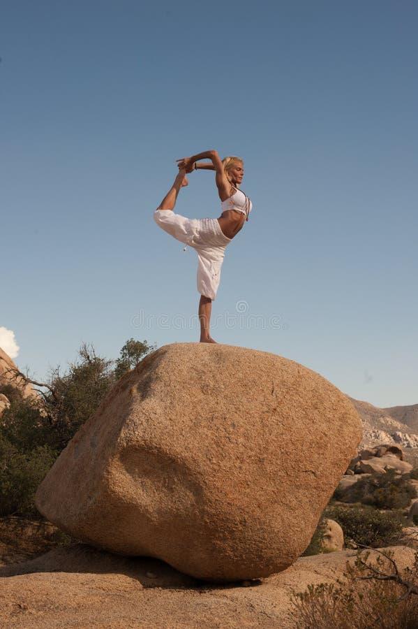 Free Yoga Woman Desert Dancer`s Pose Royalty Free Stock Photos - 147955608