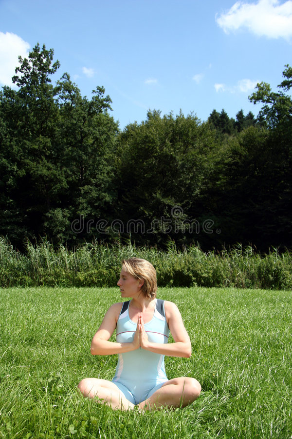 Yogaentspannung lizenzfreie stockfotografie