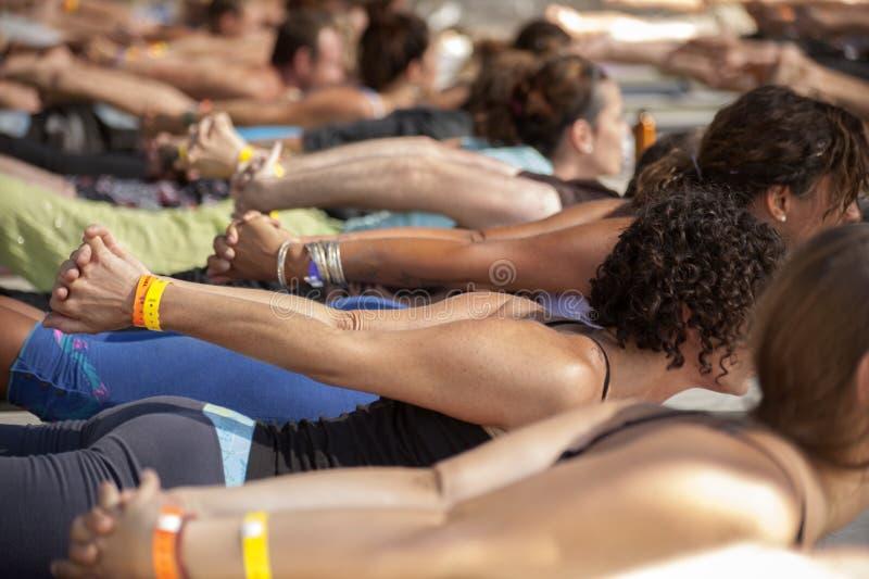 Yogagrupp arkivfoton