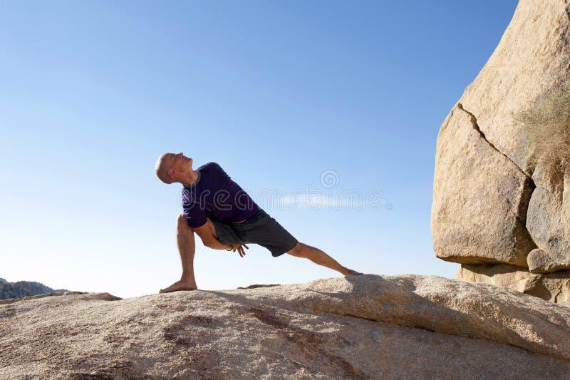 Yogaidrottsman nen royaltyfri bild