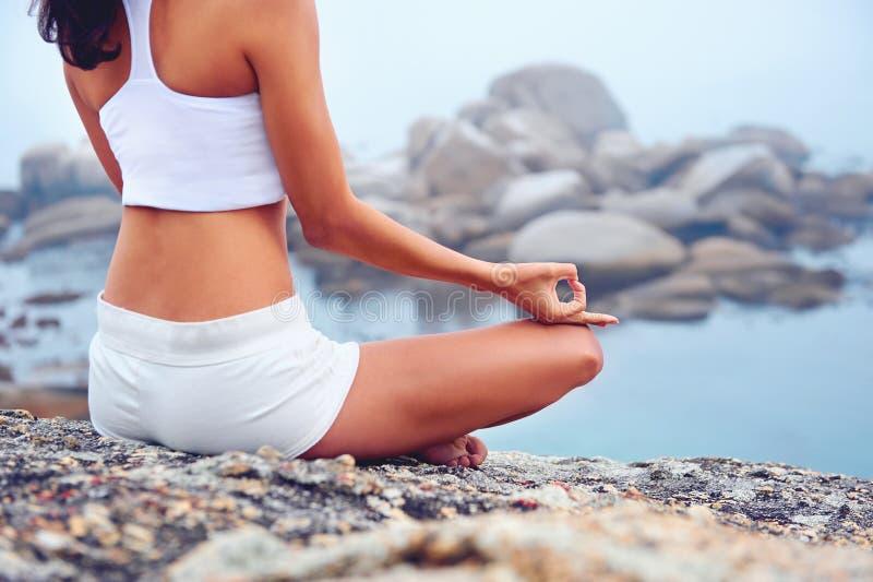 Yogalivsstilkvinna royaltyfri fotografi