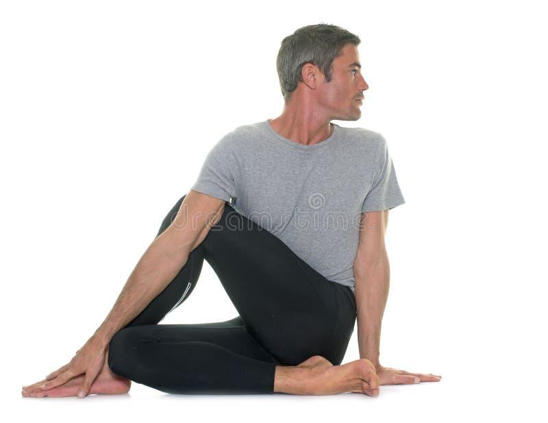 Yogaman i studio arkivfoton