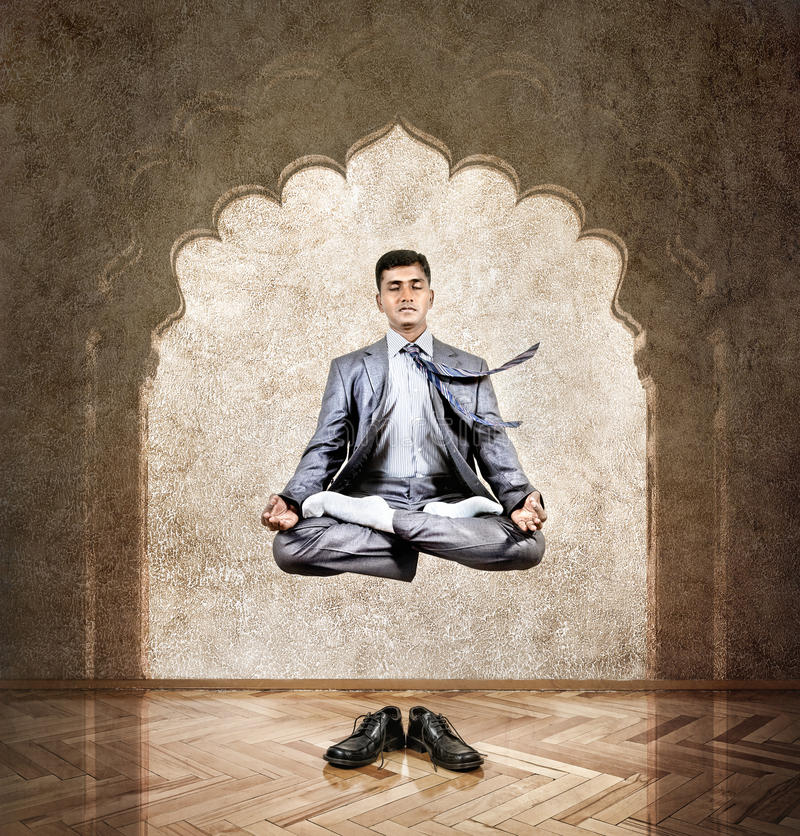 Yogameditation i luften arkivbild