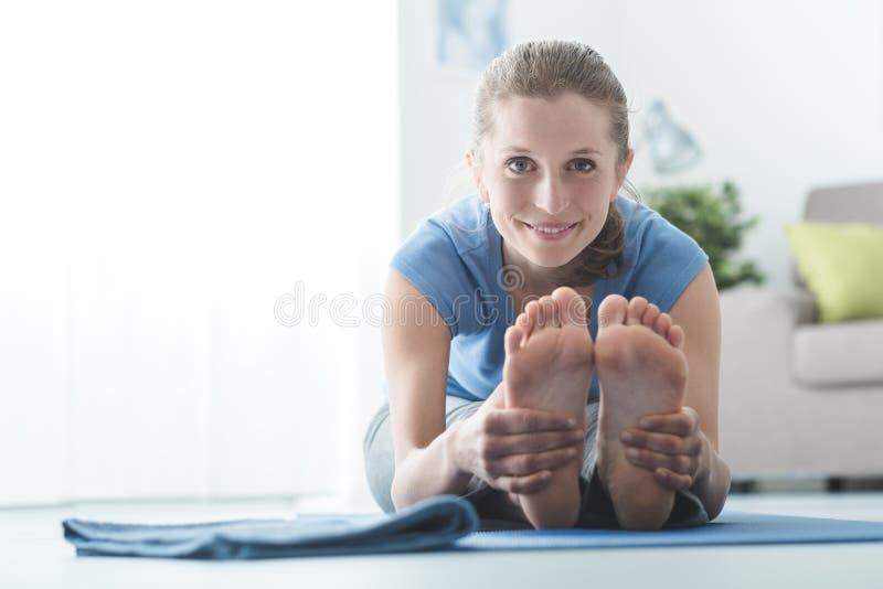Yogasitze stockbilder