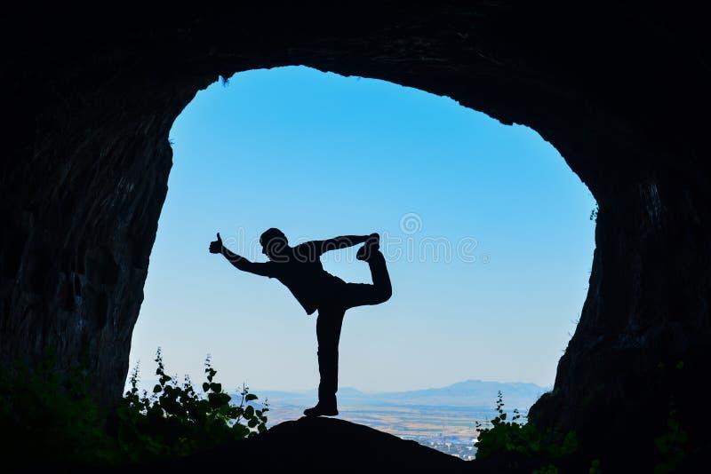 Yogasitze und Therapie in der Höhle lizenzfreie stockfotos