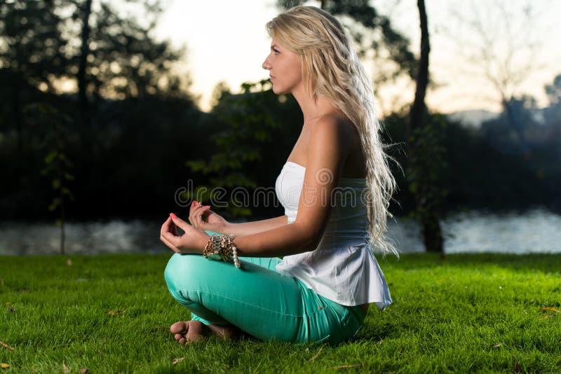 Yogastijl stock afbeelding