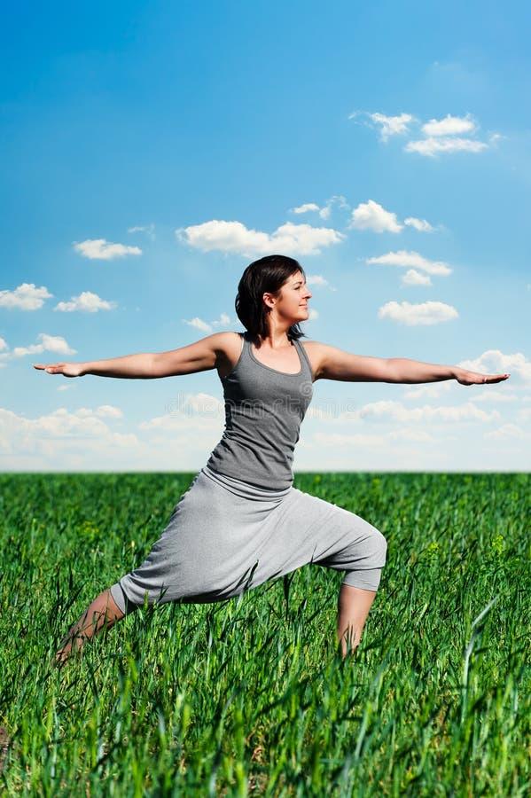 Yogatraining lizenzfreie stockfotografie