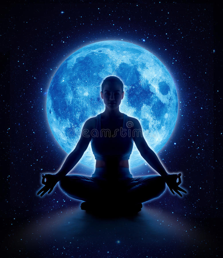 Yogavrouw in maan en ster Meditatiemeisje in maanlicht stock afbeelding