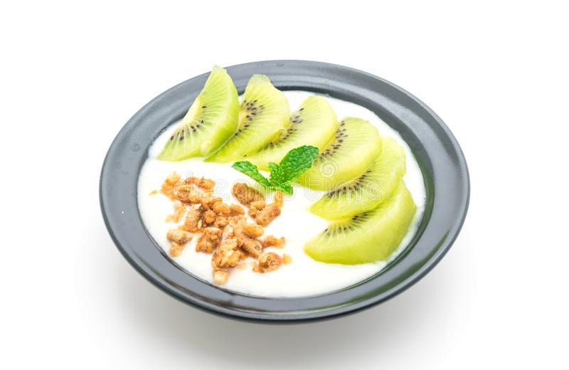 Download Yoghurt Med Kiwin Och Granola Fotografering för Bildbyråer - Bild av mysli, sött: 106834249