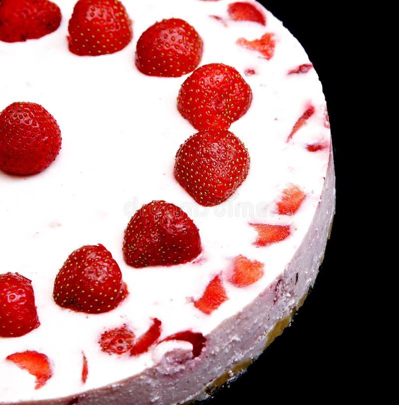 Yoghurtcake met aardbeien stock fotografie