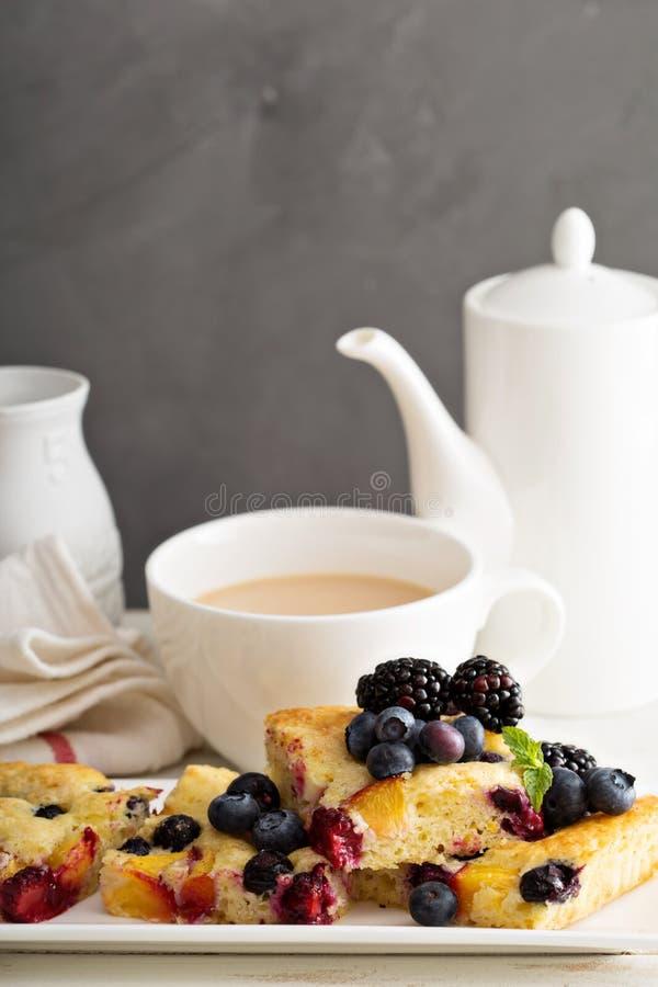 Yoghurtfruktkaka royaltyfri fotografi