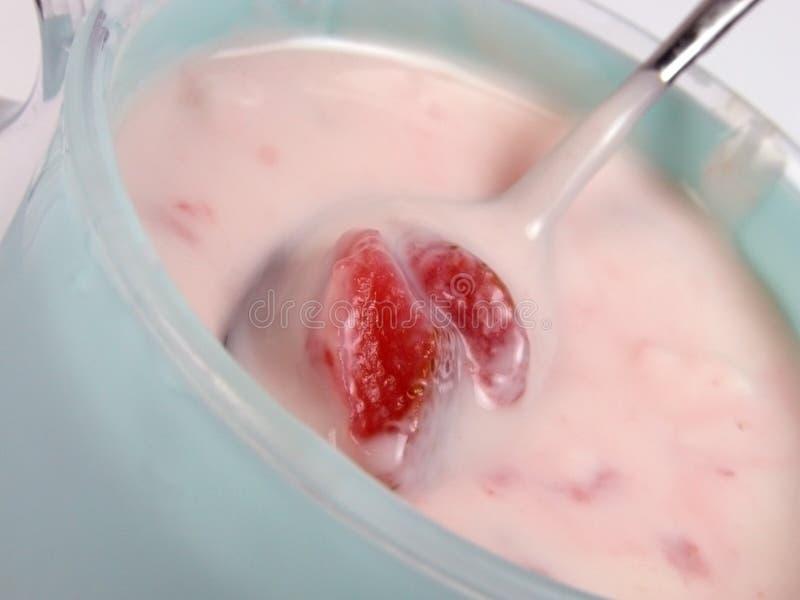 Yogur de la fresa fotografía de archivo libre de regalías